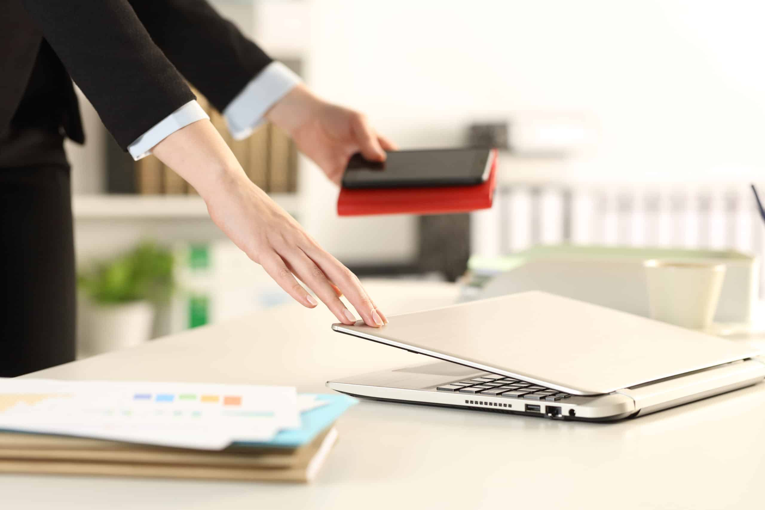 laptop closing